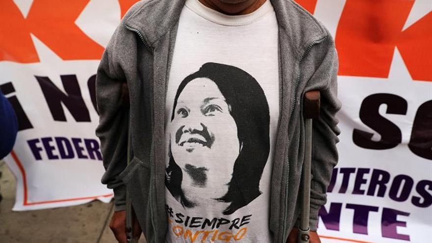 """Fujimorismo y aliados afrontan """"desesperados"""" su mayor crisis política"""