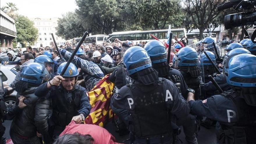 Miles de funcionarios se manifiestan en Roma en defensa del empleo público