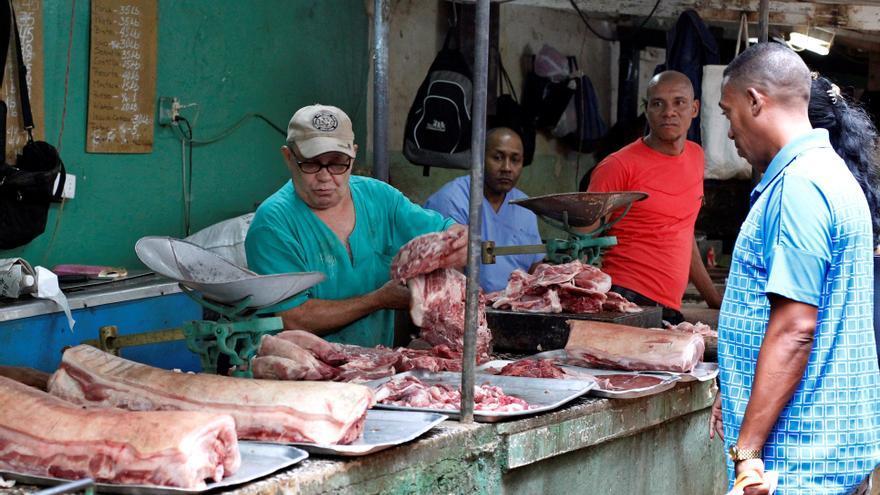 Los campesinos cubanos podrán vender sus excedentes de carne de res y lácteos