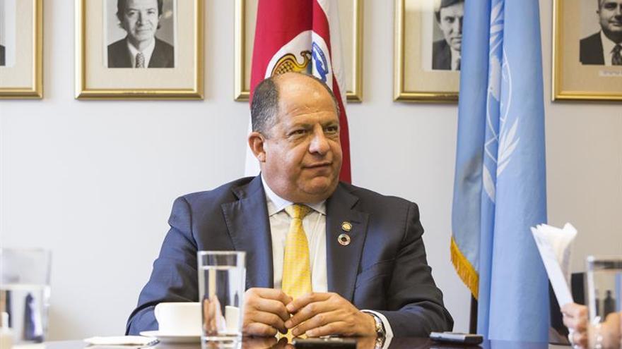 """El presidente de Costa Rica felicita a Trump y le desea """"éxitos en su gestión"""""""