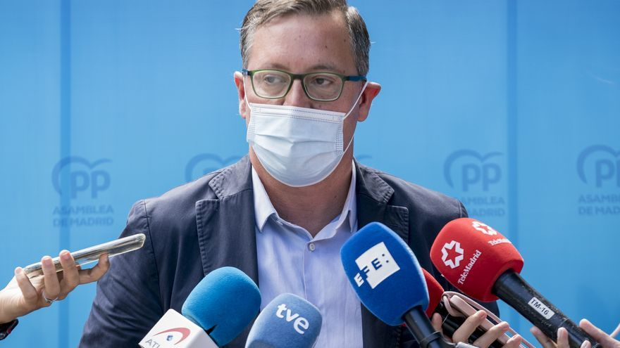 El portavoz del PP en la Asamblea, Alfonso Serrano, ofrece declaraciones a los medios, después de la reunión del Grupo Parlamentario Popular, en el Complejo La Cigüeña de Arganda del Rey, a 2 de septiembre de 2021, en Madrid (España). El inicio del curso