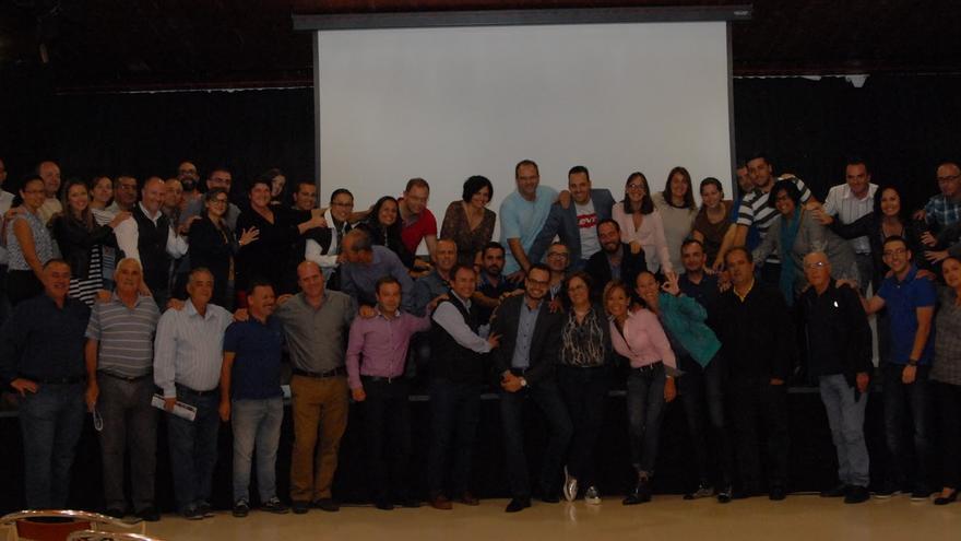 En la imagen, foto de familia de los nacionalistas en Puntallana.