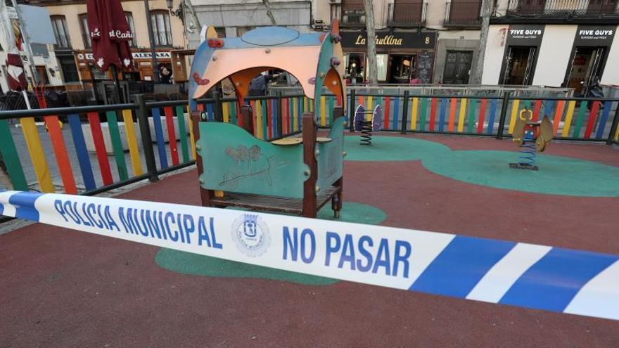 Madrid cierra todos los parques de la capital por la aglomeración de personas