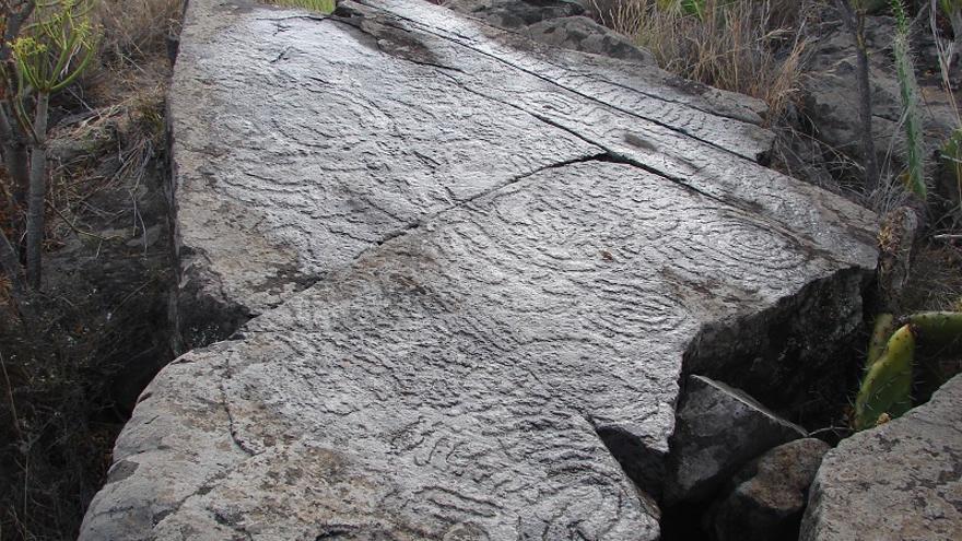 Grabado rupestre en el Barranco de Rodrigo (El Paso).