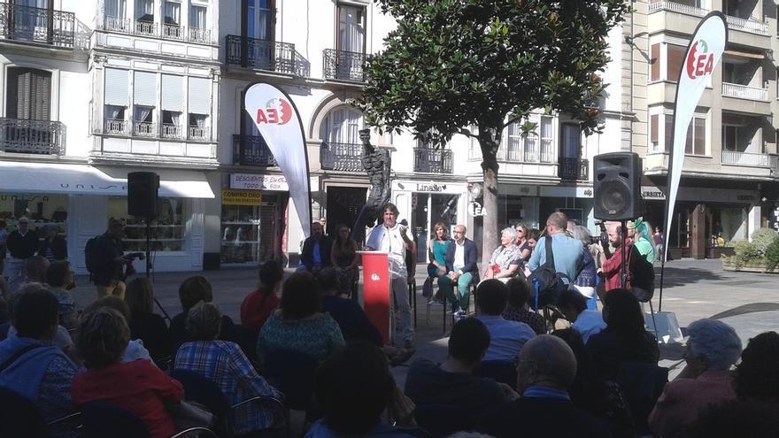 """Urizar asegura que la oferta de colaboración del PNV a EH Bildu """"no es sincera"""" porque sus socios son el PSOE y el PP"""