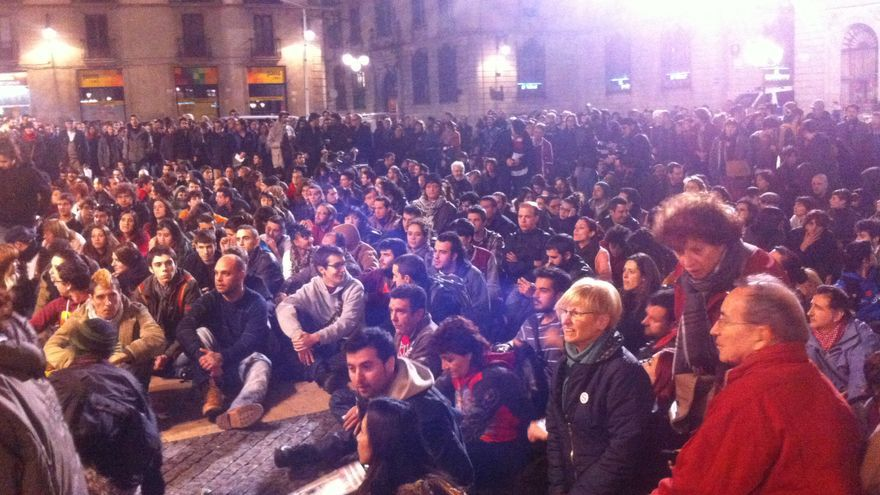 Asamblea en la plaza Sant Jaume de Barcelona / João França