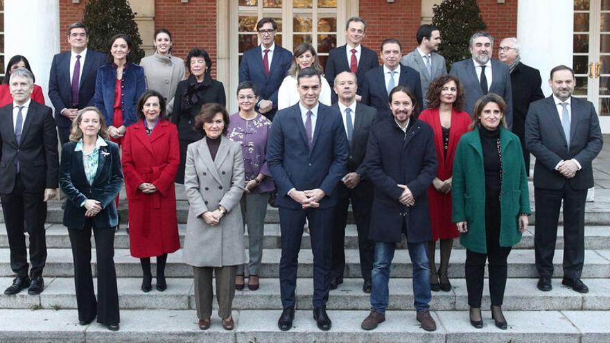 Primera foto de familia del nuevo gobierno de coalición
