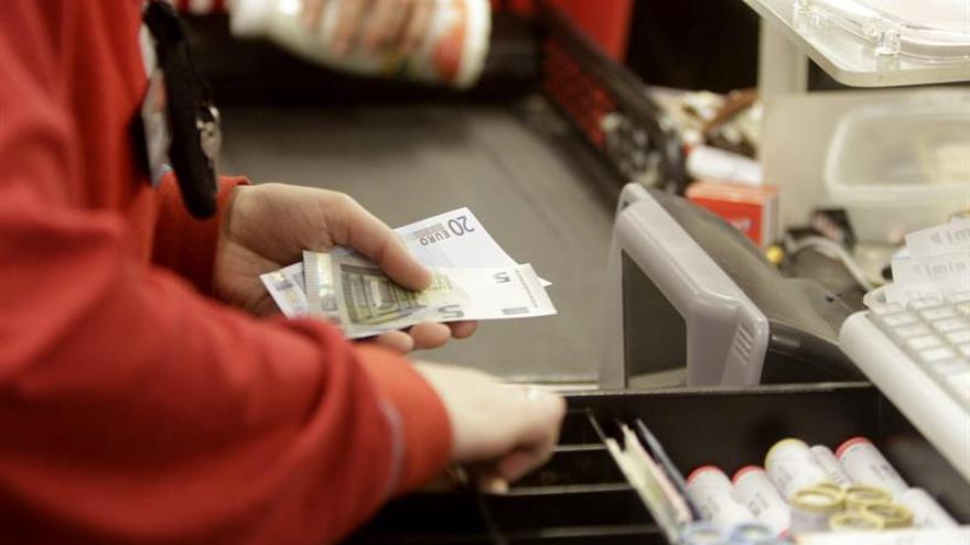 La inflación se mantiene en el 3 % en febrero pese al descenso de la luz