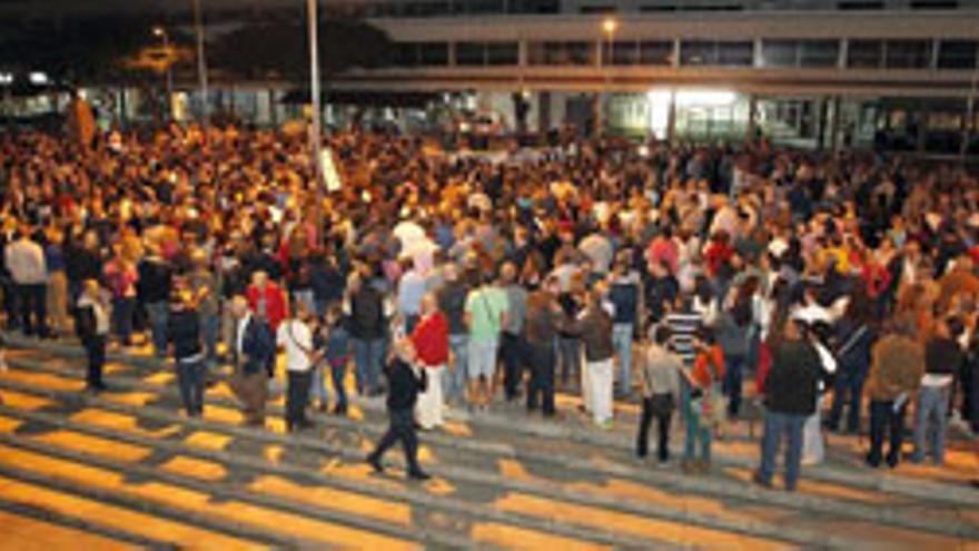 Unas 2.000 personas piden la carretera La Aldea-Agaete