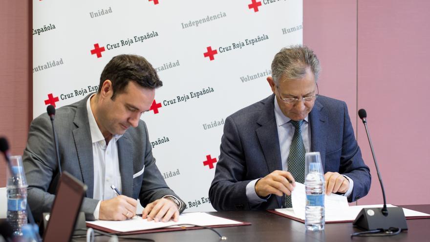 Rúbrica del acuerdo entre iDental y Cruz Roja