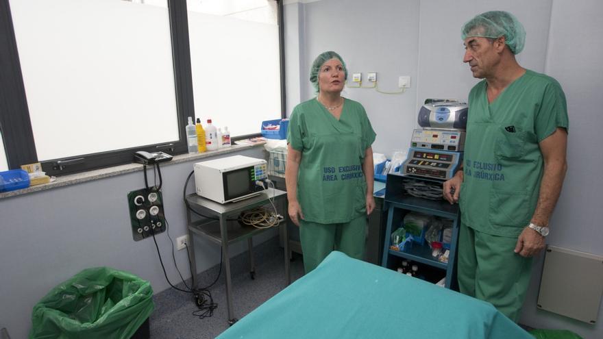 La conselleira de Sanidade, Rocío Mosquera, visitando un quirófano de un hospital
