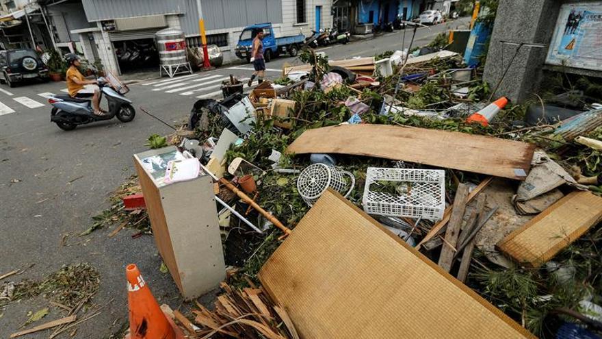 El tifón Nepartak llega a la costa oriental de China tras su paso por Taiwán