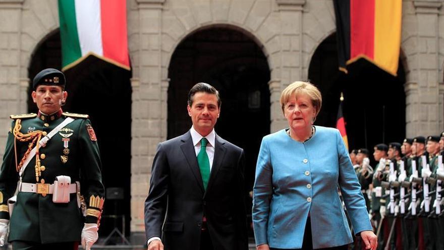 Merkel pide castigo a responsables de desapariciones en México