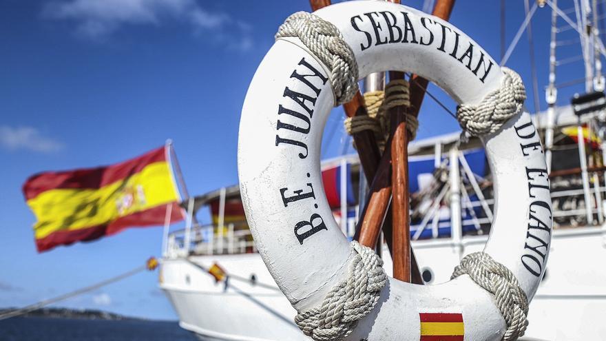 Defensa distingue a marinos que circunnavegaron el globo en buques de la Armada