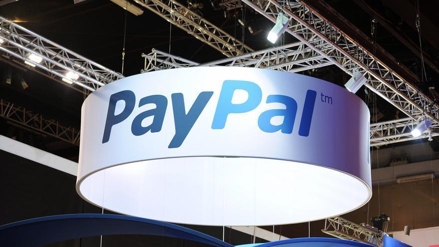 Stand de PayPal en una conferencia en París