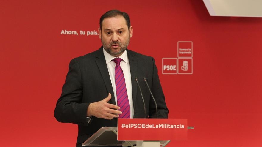 """Ábalos (PSOE) reprocha a Cs y Podemos que sean """"incapaces de sentarse para nada"""" salvo para hablar de repartirse escaños"""