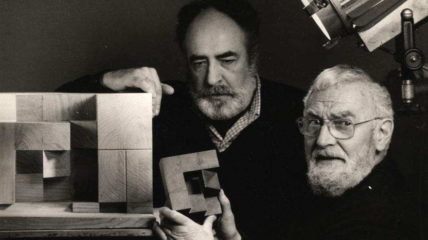 Néstor Basterretxea con Jorge Oteiza en 1979.