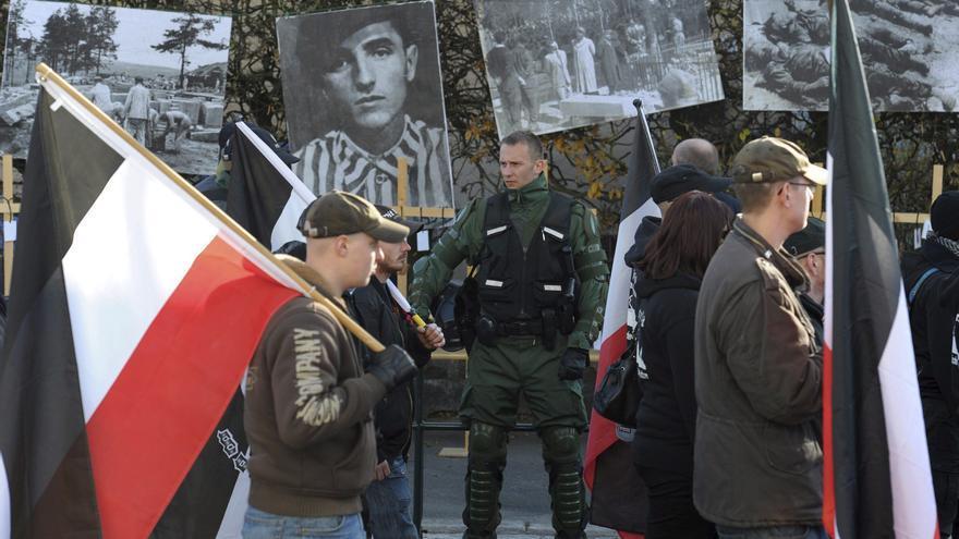 Intelectuales europeos convocan una marcha contra auge del nazismo en Grecia