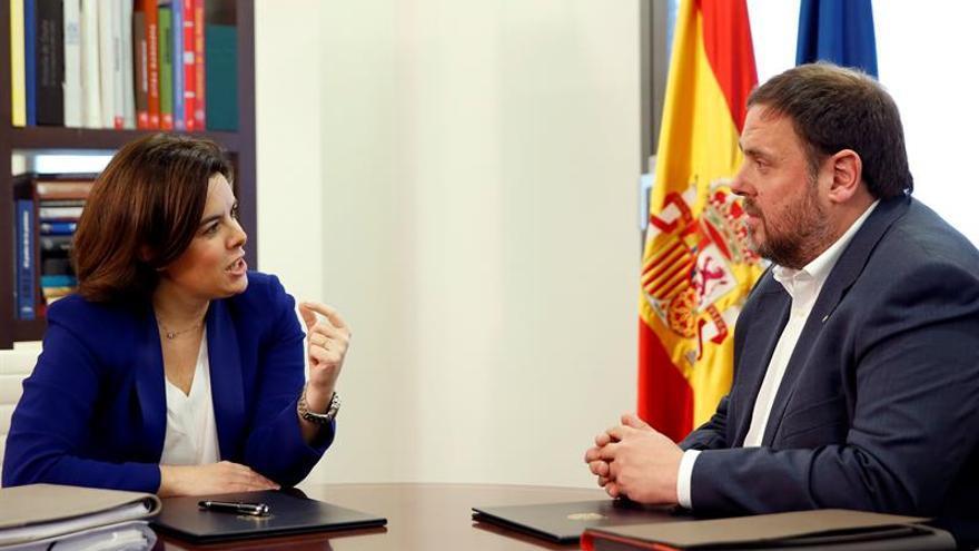 Saénz de Santamaría se reunirá hoy con Junqueras en Barcelona
