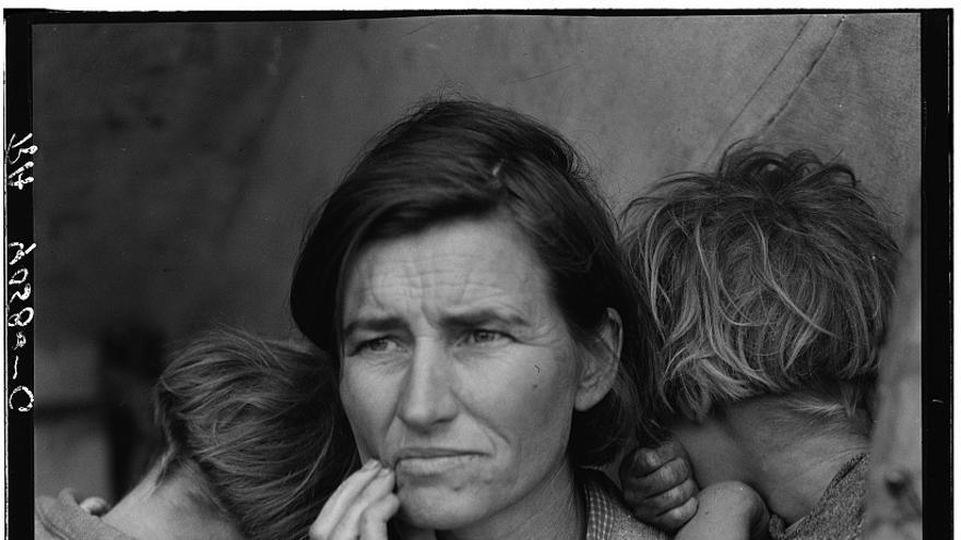 Recolectores de guisantes en California; Una madre de 32 años con de siete hijos. Febrero de 1936 (versión retocada).