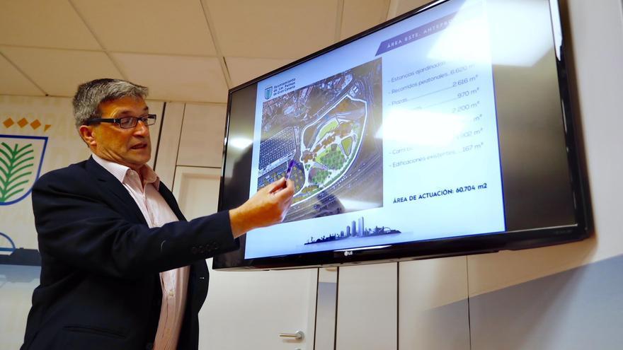 El concejal municipal de Urbanismo, Javier Doreste, presentando el proyecto.