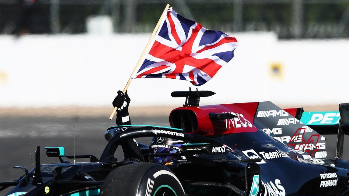 Hamilton celebra el triunfo.