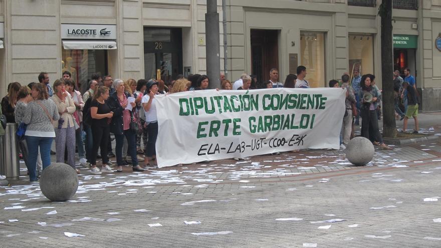 Trabajadoras de Garbialdi piden que retire el ERTE que afecta a las empleadas de limpieza de Diputación