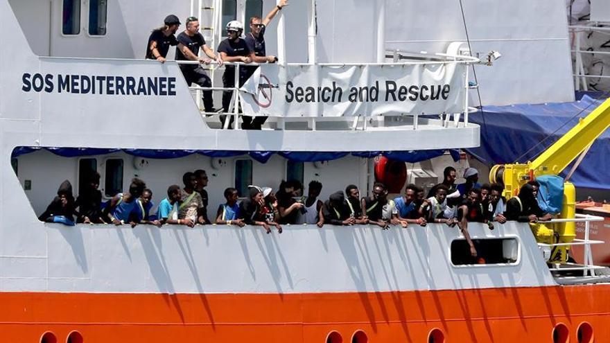 El barco Aquarius, de la ONG SOS Méditerranée, en el puerto maltés de La Valeta (Malta).