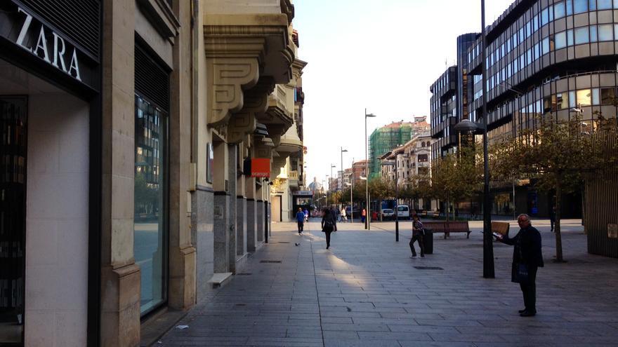 La avenida Carlos III de Pamplona, principal zona comercial de la ciudad.