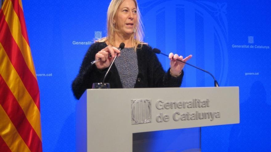 La portavoz del Gobierno catalán carga contra Millo y recuerda que también rompió un documento del Govern