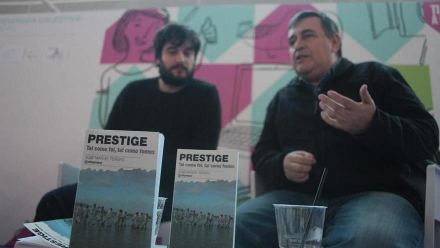 Xosé Manuel Pereiro junto a Manuel Jabois en la presentación del libro en el Culturgal