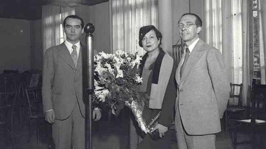 Hallan una fotografía inédita de García Lorca junto a Margarita Xirgu en Barcelona