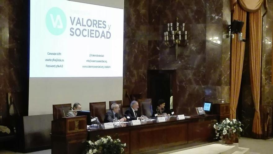 """María San Gil denuncia que """"todas"""" las formaciones políticas tratan a EH-Bildu """"como demócratas de pleno derecho"""""""