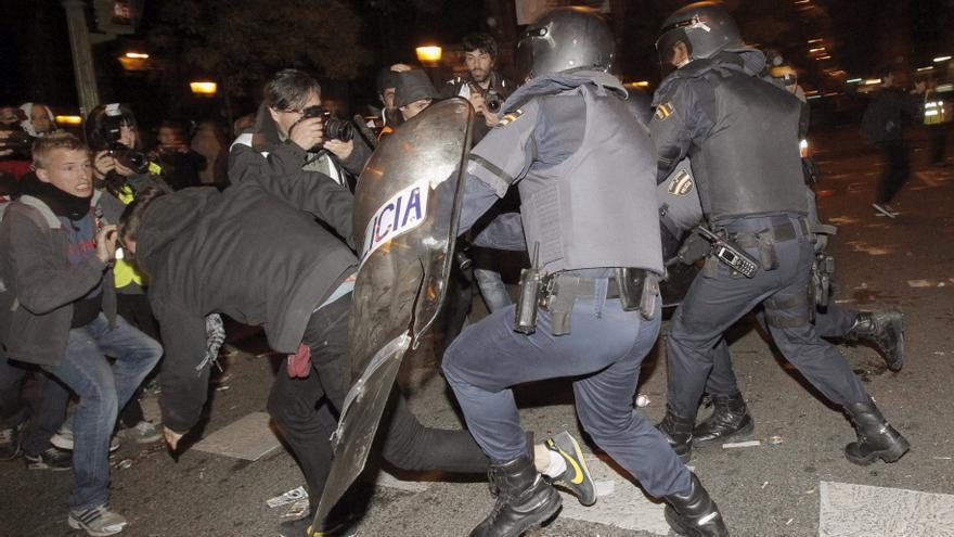 Suben a 142 los detenidos en la huelga, tras las cargas de Madrid