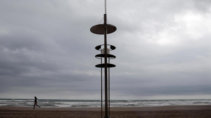 Tiempo ValeHoy, cielos nubosos y viento fuerte en el litoral sudeste y en Canariasncia