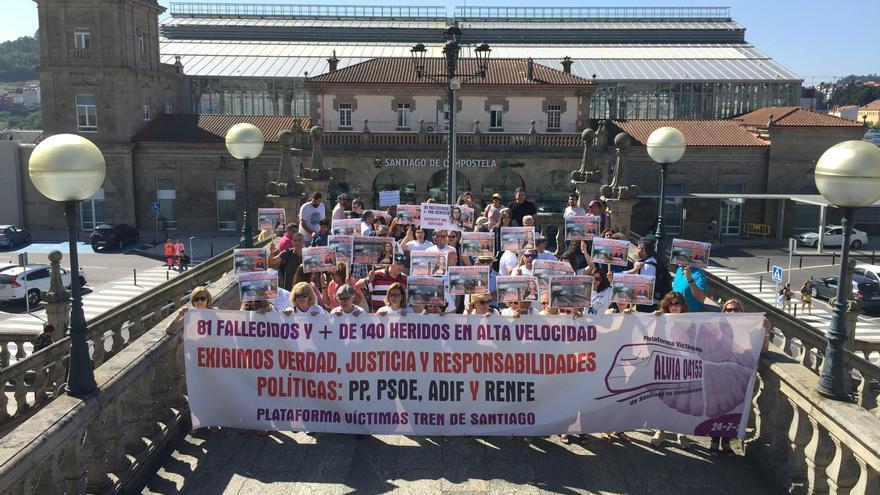 Manifestación de víctimas del accidente de Angrois en el sexto aniversario del accidente