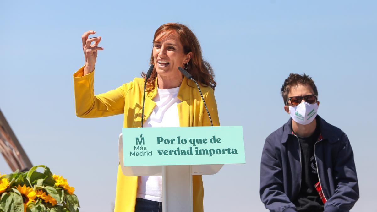 Mónica García en el mitin de arranque de campaña junto a Iñigo Errejón.