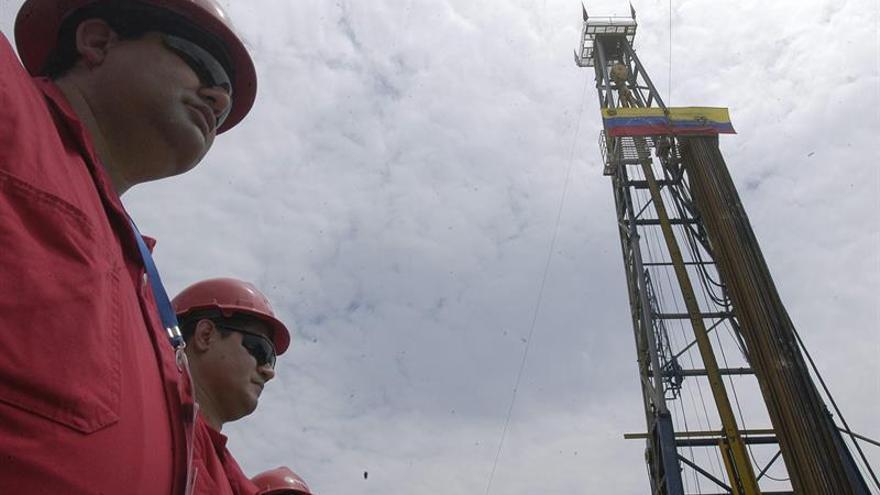 La estatal venezolana PDVSA registra una caída de más del 41 % en los ingresos de 2015