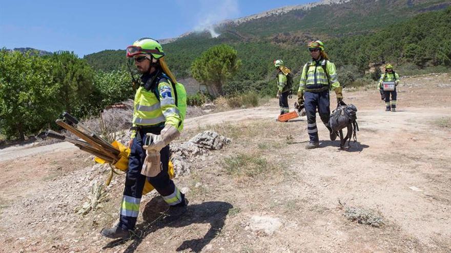 """Los bomberos de Albacete denuncian """"falta de coordinación"""" en el incendio de Yeste"""