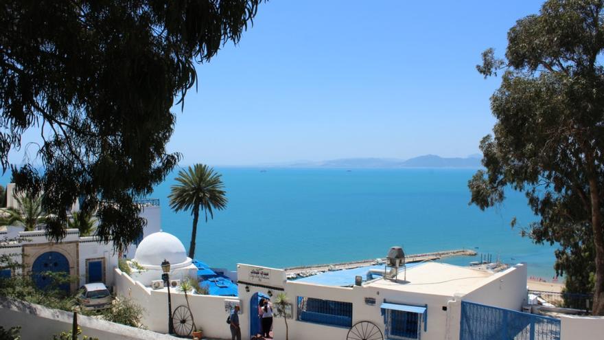 El pueblo costero de Sidi Bou Said destaca por sus casas blancas y azules.