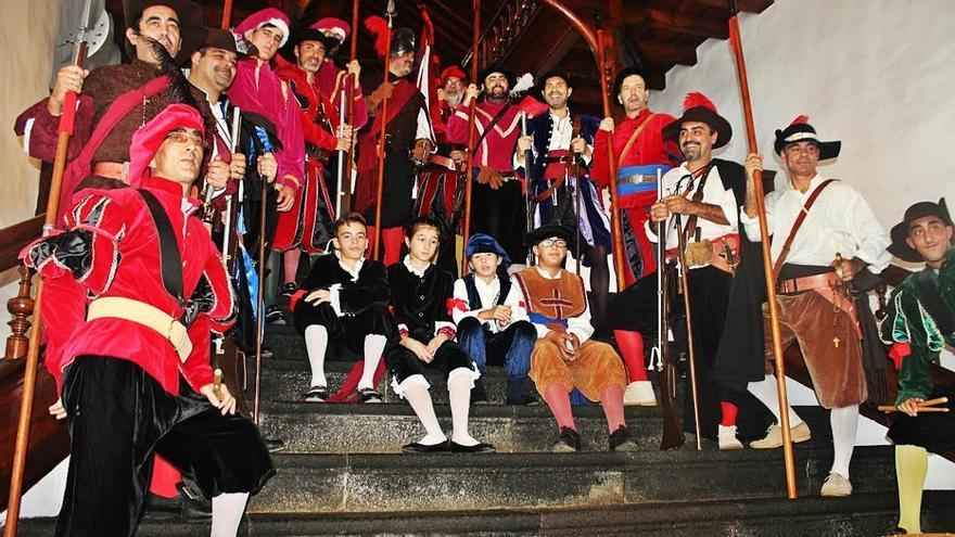 'Los Doce de Su Majestad' lucieron uniformes del siglo XVI. Foto: JOSÉ AYUT.