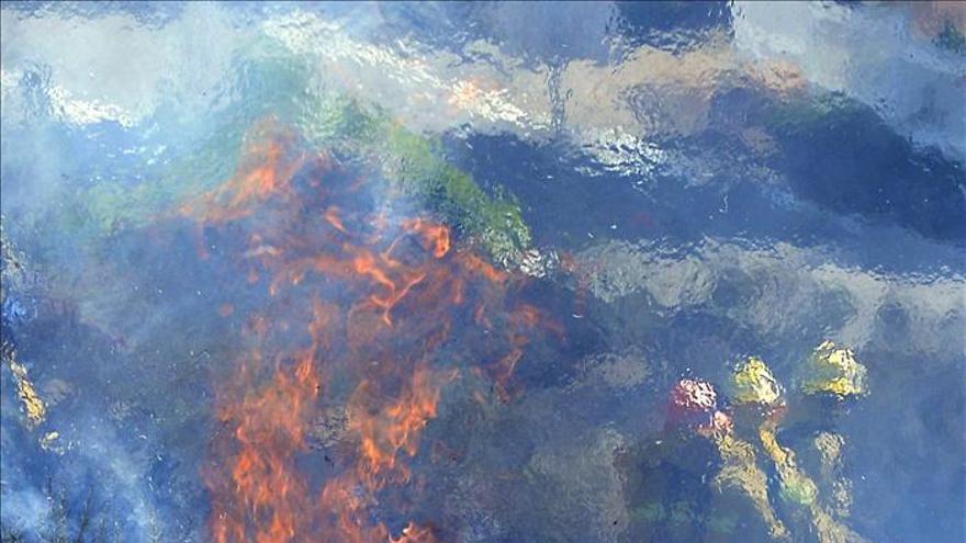 Comienza a remitir el incendio que ha quemado 11.000 hectáreas en Los Ángeles