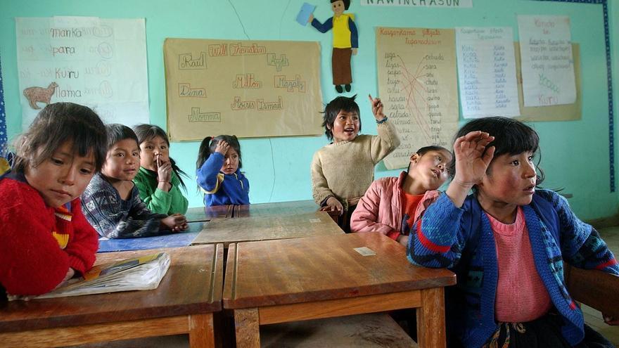 Imagen de archivo de niños de la comunidad andina de Callatiac (Cuzco) , en Lima (Perú). EFE/Paolo Aguilar