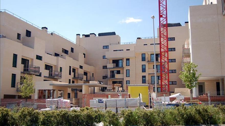El euríbor marca un nuevo mínimo histórico y rebaja las hipotecas 140 euros
