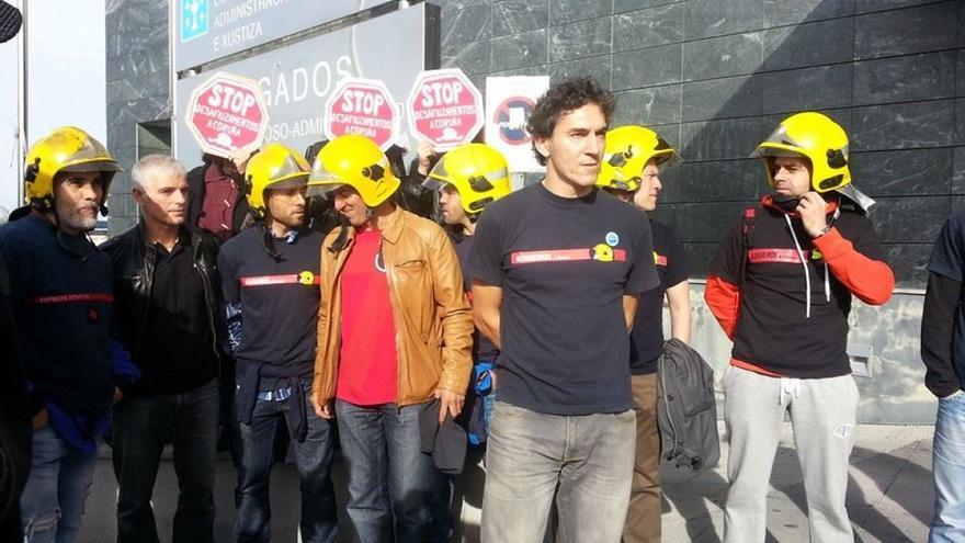 Rivas, este jueves ante los juzgados con otros bomberos de A Coruña