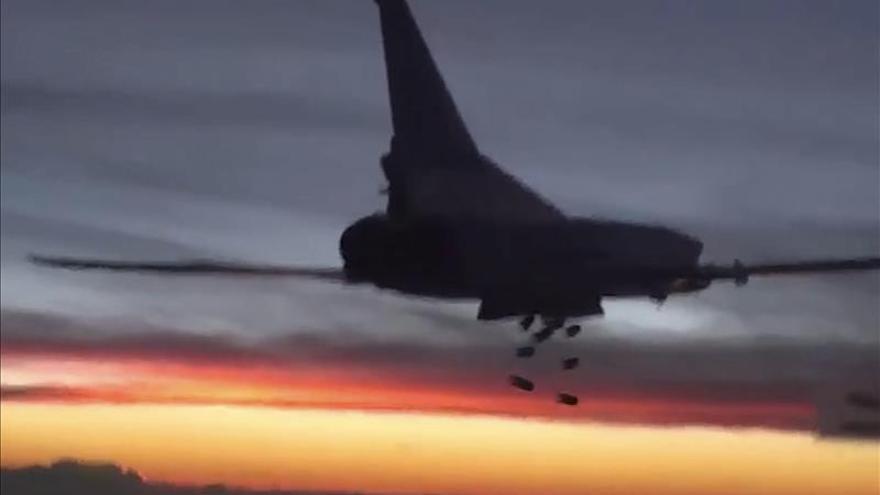 Los dirigentes del EI huyen de Al Raqa a Mosul por los bombardeos