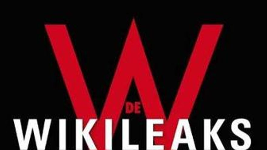 Portada del libro 'W de Wikileaks', escrito por Bruno Cardeñosa.