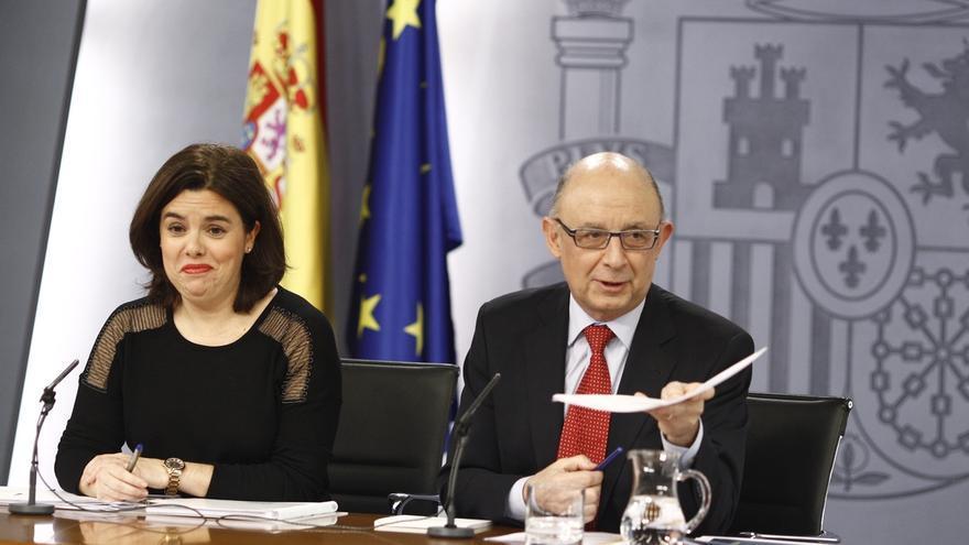 Unidos Podemos quiere que la JEC sancione a Santamaría y Montoro por 'vender' logros del Gobierno en campaña