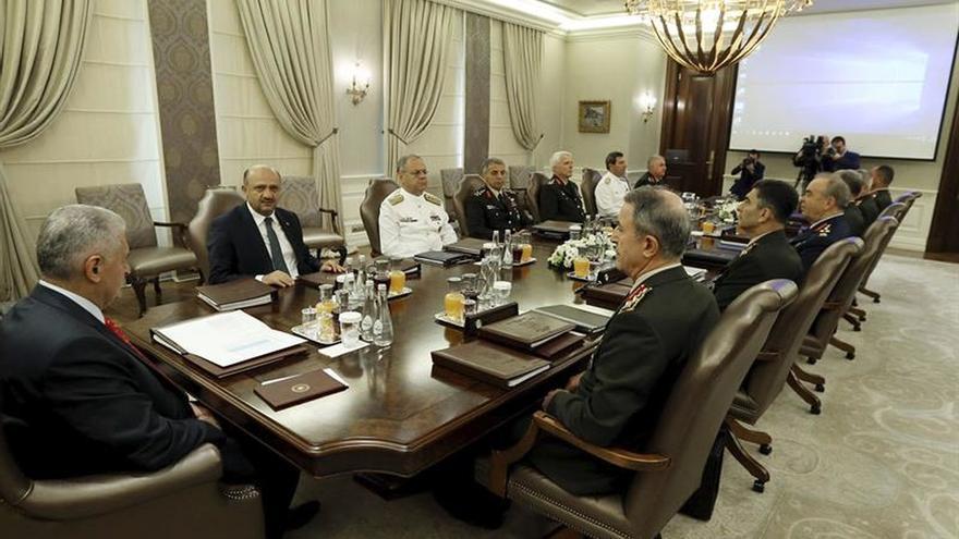 Turquía destituye a 149 generales antes de decidir nuevos ascensos