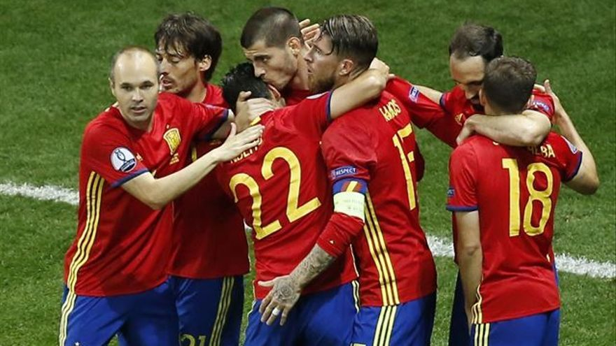 La selección española celebra uno de los goles ante Turquía. (EUROPA PRESS)